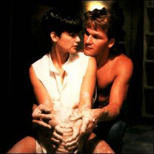 Allez... LE film pour vous les filles ! ''Ghost'' celui où Patrick Swayze fait de la poterie avec Demi Moore sur la chanson...