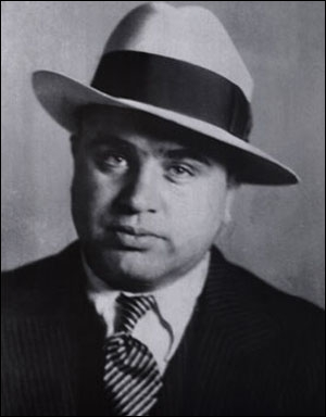 Né en 1899, personnage emblématique de l'essor du crime organisé dans les États-Unis de la Prohibition :