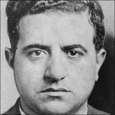 On lui attribue d'ailleurs entre 300 et 700 meurtres par le biais du Murder Incorporated. Il fut le parrain de la famille Mangano de 1951 jusqu'à sa mort en 1957 :