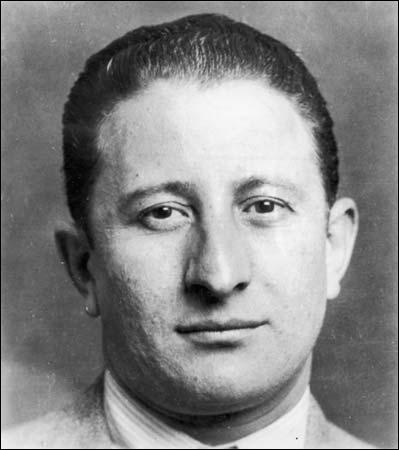 Mort à Long Island le 15 octobre 1976, il était un criminel italien, appartenant à la mafia italo-américaine :