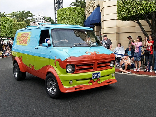 Comment s'appelle la voiture du Scooby Gang ?