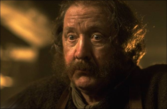 Quel est le nom de l'auberge où Frodon, Sam, Merry et Pippin trouvent refuge à Bree ?