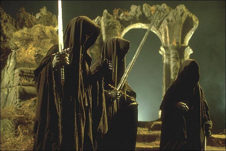 En quel lieu Frodon se fait-il blesser par l'un des neuf cavaliers noirs ?