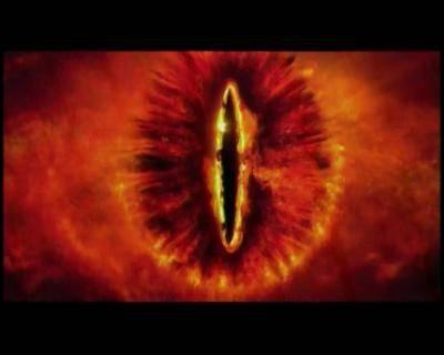 A travers quel artefact possédé par Saroumane voit-on luire l'oeil de Sauron ?
