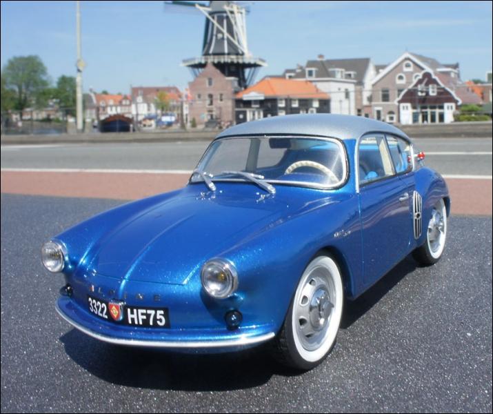 Premier modèle de sa gamme de voitures sportives créé en 1955 :