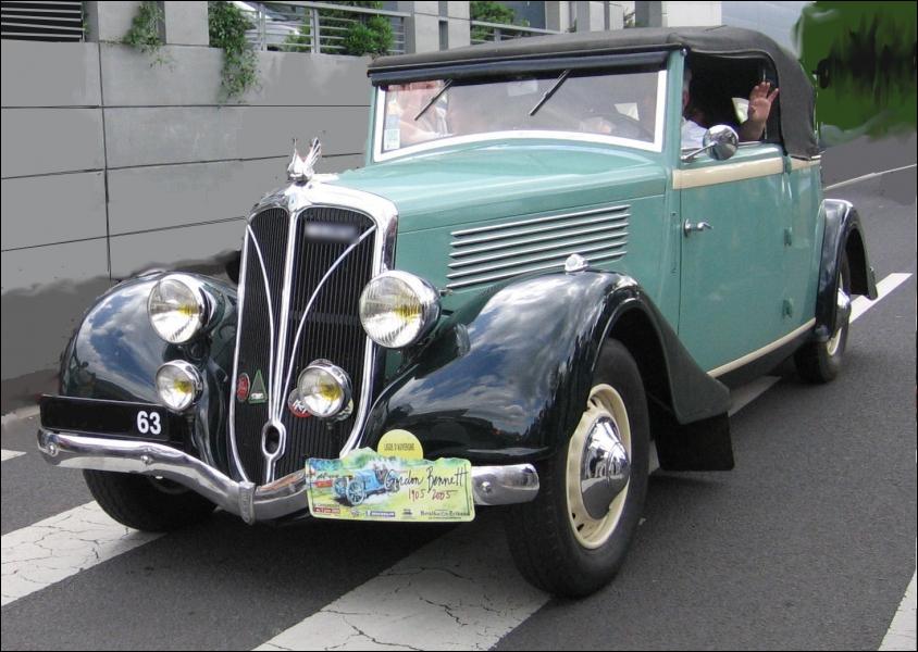 Ce modèle de 1936 a été fafriqué par un constructeur lyonnais surtout connu pour ses camions :