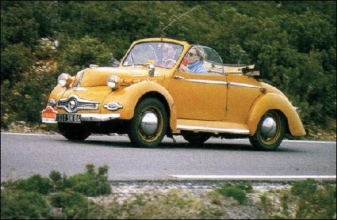 Cette voiture fut le premier modèle de grande série à carrosserie entiérement en aluminium créé en 1947 :