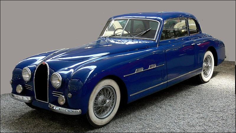 Cette voiture est l'un des derniers modèles construit par ce constructeur français en 1951 :