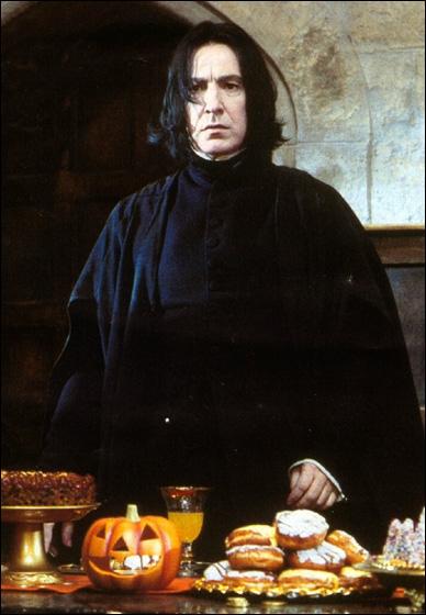 Durant la quatrième année de Harry, Rogue le soupçonne de voler dans son armoire personnelle...