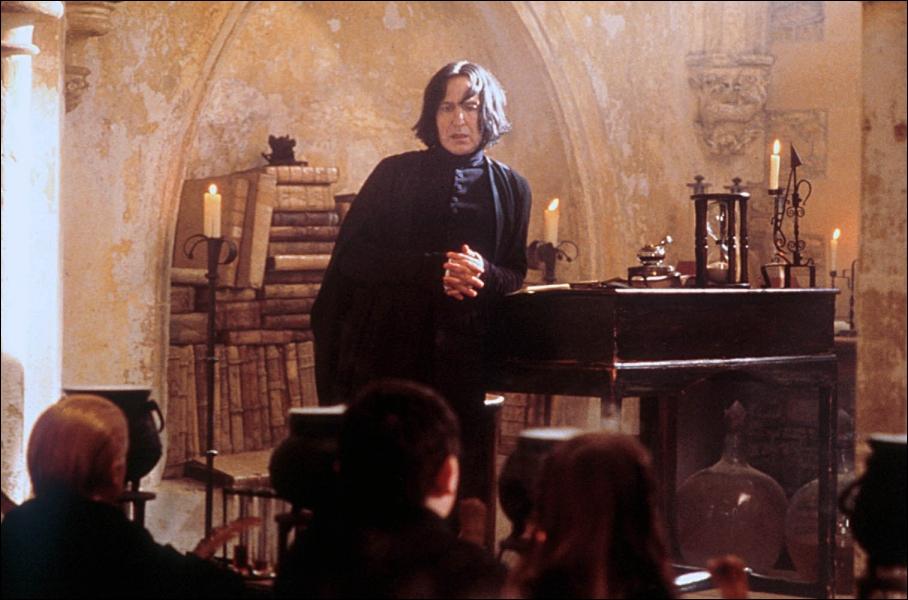 Severus Rogue est entré à Poudlard en 1971, dans la maison Serpentard. Qui était le directeur de cette maison à l'époque ?
