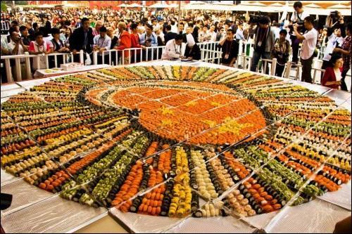 Combien de temps a-t-il fallu pour faire la plus grande mosaïque de sushis du monde ? (indice : elle est composée de 8374 sushis)