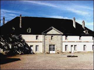 En quelle année, le château de Thuillières fut-il construit par le célèbre architecte Germain Boffrand ?
