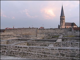 Forteresse de Châtel-sur-Moselle : à quelle époque fut posée la première pierre ?