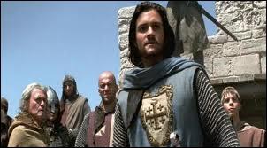 L'armée de Guy étant anéantie, Balian prend le contrôle et veille à la défense de Jérusalem, que lui conseille l'évêque ?