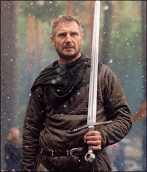 Comment se nomme la position enseignée par Godefroy à Balian, lors de leur entraînement à l'épée ?