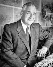 Au pouvoir de 1933 à 1968, il instaura, au Portugal, un régime autoritaire, ''l'Estado novo''.