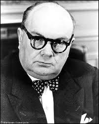 Sa carrière politique, commencée en 1936, contribua largement au rayonnement international de la Belgique.