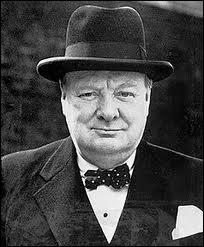 Premier ministre britannique de 1940 à 1945, dénonciateur du ''rideau de fer'' lors de son discours de Fulton, il galvanisa l'effort de guerre avec ''du sang, du labeur, des larmes et de la sueur''.