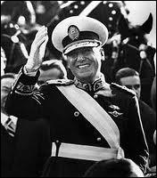 Président de l'Argentine de 1946 à 1955, il mit en œuvre, avec sa femme Eva, un programme populiste.