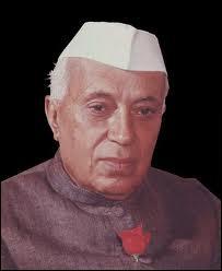 Artisan de l'indépendance de l'Inde proclamée en 1947, disciple de Gandhi, il fut Premier ministre de 1947 à 1964.
