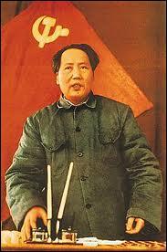 Surnommé ''Le Grand Timonier'', dirigeant de la Chine de 1949 à 1976, il lança la révolution culturelle à partir de 1966.