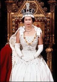 Reine depuis 1952, elle incarne l'unité de la Grande-Bretagne et du Commenwealth.