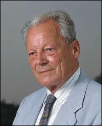 Chancelier de la République fédérale d'Allemagne de 1969 à 1974, il mena une grande politique de rapprochement avec l'Est.