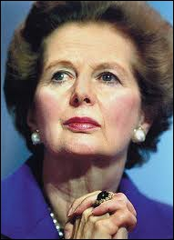 Premier ministre emblématique de Grande-Bretagne, membre du Parti conservateur, la ''Dame de fer'' imposa un strict libéralisme économique dès 1980 et joua un rôle décisif dans la guerre des Malouines.