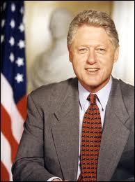 Ancien gouverneur de l'Arkansas, Président des États-Unis de 1993 à 2001, il fut à la tête de la plus grande puissance mondiale, suite à l'implosion de l'URSS en 1991.