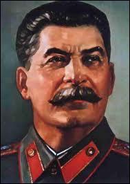 Successeur de Lénine de 1924 jusqu'à sa mort en 1953, ''l'Homme d'acier'' instaura, en URSS, un virulent régime totalitaire composé des procès de Moscou en 1936-1938 qui purgent tous les politiques.