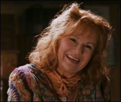 Peu avant la rentrée en deuxième année de son fils Ron et de Harry, Molly se rend au chemin de traverse chez Fleury et Bott pour...