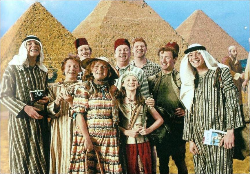 Durant l'été précédent la troisième année de Ron et Harry, Molly et sa famille partent en vacances. Dans quel pays ?