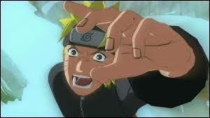 Contre quel personnage Naruto se bat-il en premier en rentrant au village ?