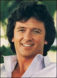Avec quelle chanteuse française le héros du feuilleton ' Dallas ' Patrick Duffy a-t-il enregistré un disque ?