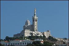 Quelle est la ville dominée par Notre-Dame de la Garde ?