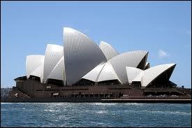 Quel est ce magnifique bâtiment dont l'architecte est Jorn Utzon ?