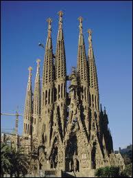 C'est Gaudi qui l'a commencée, mais elle n'est toujours pas achevée, qu'est-ce ?