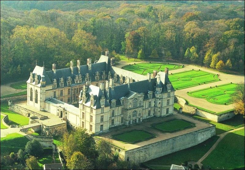 Ce château du XVIème siècle, situé dans le Val-d'Oise, abrite depuis 1977 le musée national de la Renaissance.