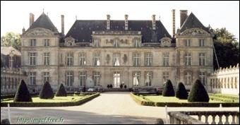 Classé monument historique depuis 1994, ce palais est une ancienne résidence royale et impériale situé dans l'Oise.