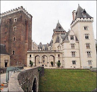 Ce château doit sa célébrité pour avoir vu la naissance du roi de France et de Navarre Henri IV.