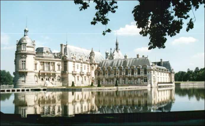 Situé dans la vallée de Nonette ce château a été reconstruit au XIXème siècle sur des plans de l'architecte Honoré Daumet.
