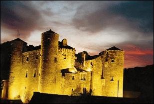 Ce château médiéval est au coeur d'un petit village du Sud-Aveyron.