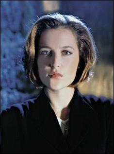 Excellente actrice, Gillian Anderson qui fait aussi beaucoup de théâtre, s'est fait connaître grâce au rôle de Scully, agent du FBI, dans X Files. Quel est son prénom dans la série ?