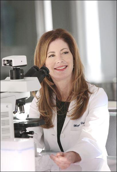 C'est donc Dana Delaney qui reprend le flambeau dans une énième nouvelle série sur un médecin légiste et enquêteur. Cette série est Body of proof et elle y joue... ?