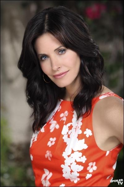 Courtenay Cox a rebondi à plusieurs reprises dans des séries, après Friends. Ici, elle est Jules, la quadra star de la série se passant en Floride... ?