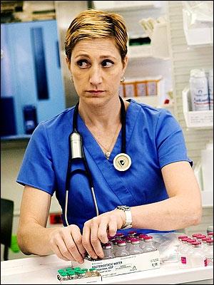Edie Falco, après les Soprano, passe à l'hôpital, où elle devient Nurse Jackie. Quel est le principal problème de Jackie ?