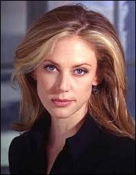 C'est une héroïne à la profession de profiler, dans la série 'Profiler'. Elle doit se cacher d'un tueur en série qui a pour nom ?