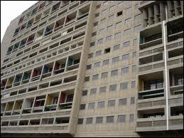 Il y a 60 ans : inauguration de la Cité radieuse à Marseille le 14/10/1952. Quel architecte a conçu et réalisé cette unité d'habitation ?