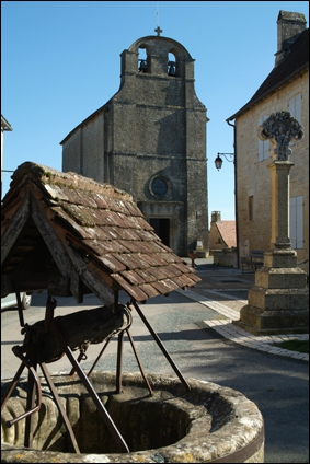Comment s'appelle l'église, demeure de Bonnal, l'un des bienfaiteurs de Jacquou ?