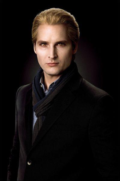 Je suis le patriarche des Cullen et docteur :